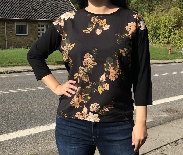 Bluse med blomstprint - b.young